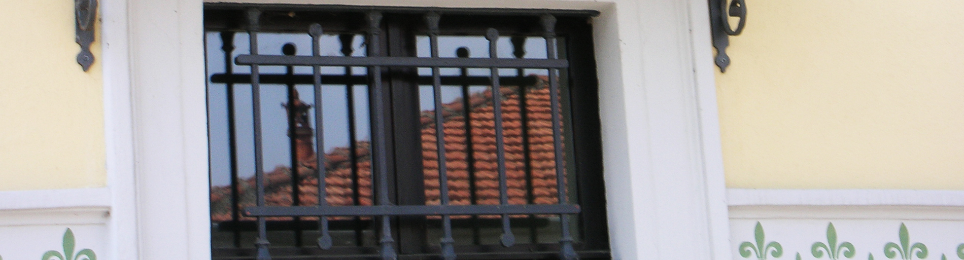 Grate di sicurezza per finestre e porte tecno serramenti - Grate alle finestre ...